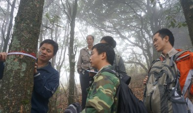 Rangers putting monitoring guidance into practice during a patrol in Southern China. Credit: Lin Wuying/FFI.